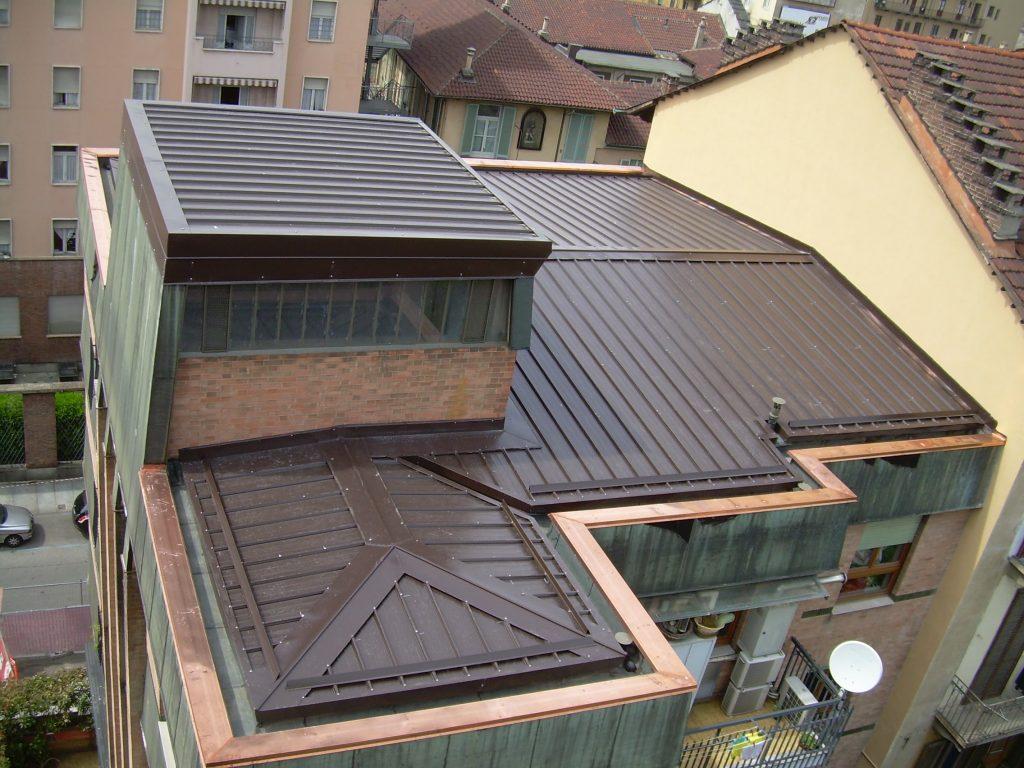 Rifacimento completo del tetto in lastre coibentate