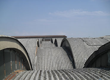 Rimozione amianto da tetto industriale